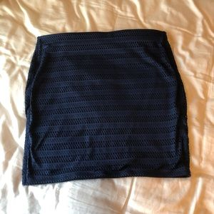 XL Old Navy eyelet pull-on blue pencil skirt.